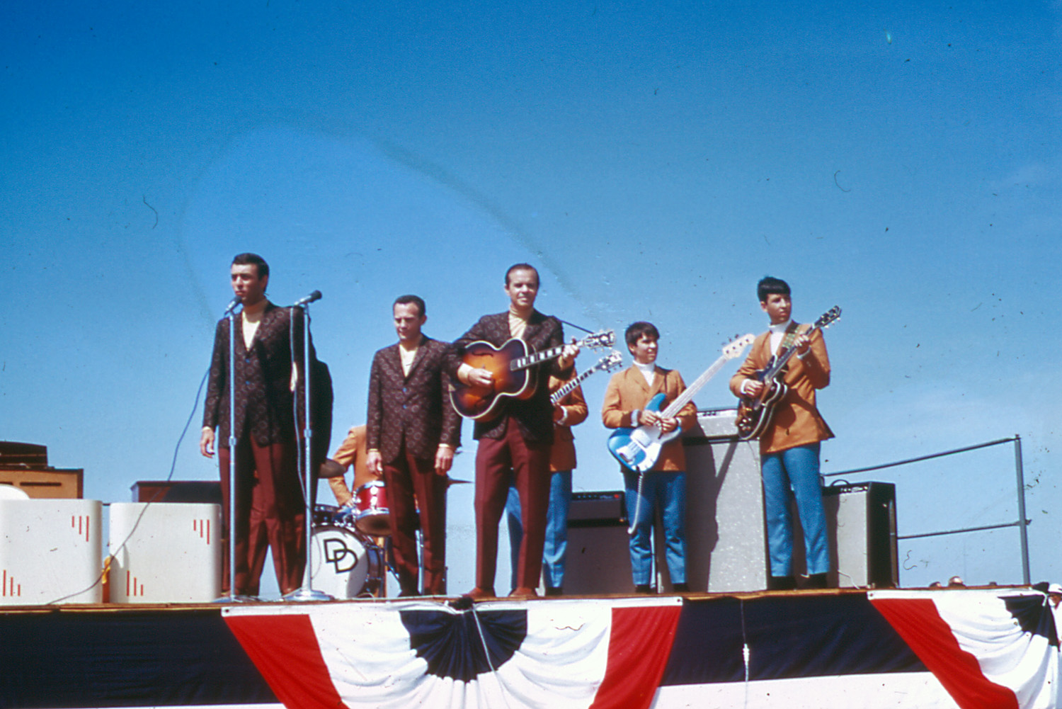 Jordanaires Band entertains crowd