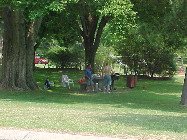 Visitors picnicing in Kuttawa Day Use at Lake Barkley