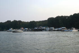 Boaters enjoying a day out on Lake Barkley