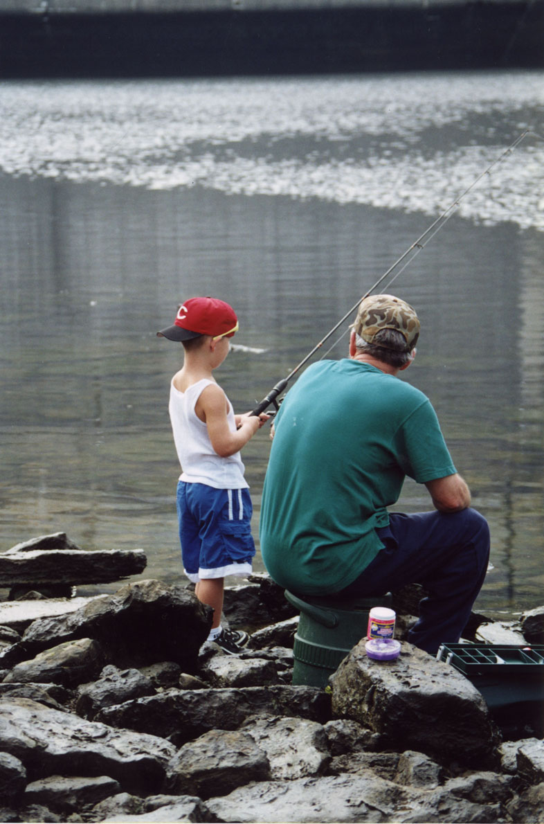 Visitors Bank fishing at Lake Cumberland
